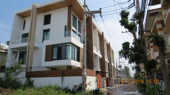 Town House For Sale in Khao Talo